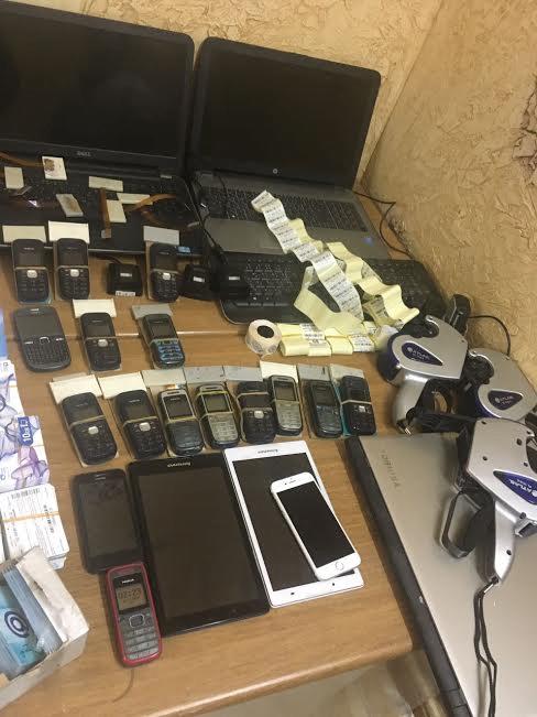 شرطة الرياض تقبض على عصابة بنقالية تخصصت في سرقة رصيد شحن شركات الاتصالات