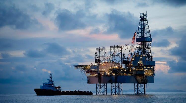 أسعار النفط تتراجع وسط شكوك في الالتزام بخفض الإمدادات