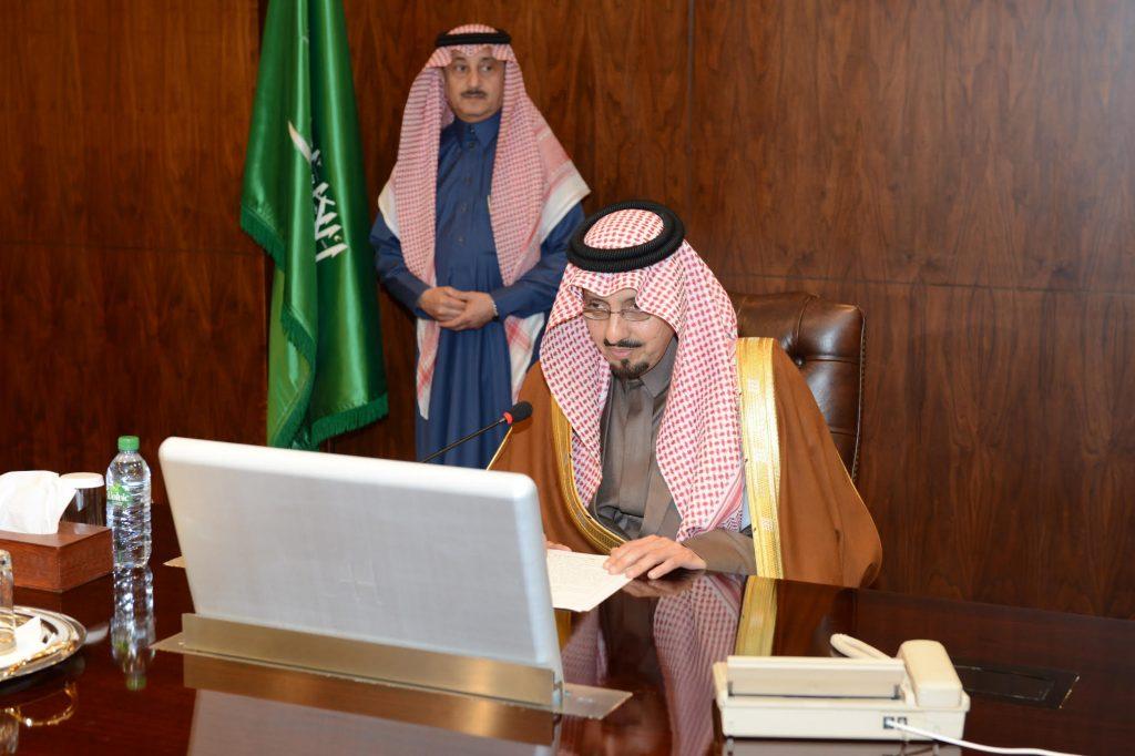 أمير عسير يلتقي برجال أعمال المنطقة ويحثهم على الشراكة المجتمعية