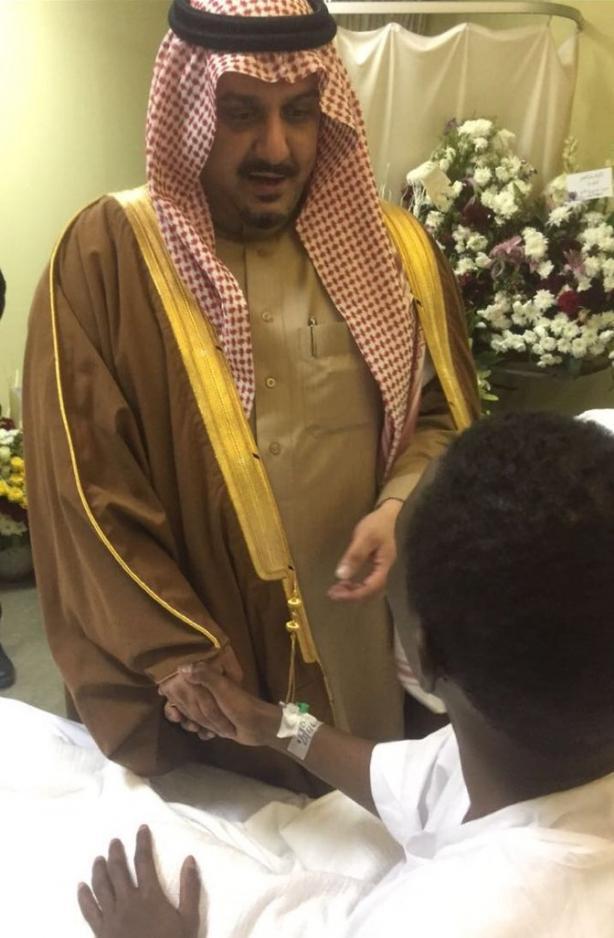 """رئيس الهلال يقدم العضوية الشرفية لـ """"عواجي"""""""