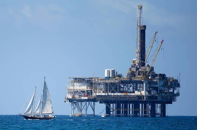 النفط يرتفع في التعاملات الاسيوية رغم استمرار شكوك تقيد الانتاج