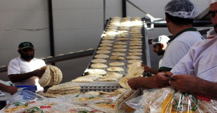 الحملة السعودية توزع 212 ألف رغيف خبز يومياً للنازحين في الداخل السوري