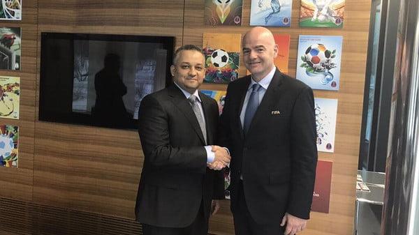 عادل عزت يلتقي إنفانتينو رئيس الفيفا في زيوريخ