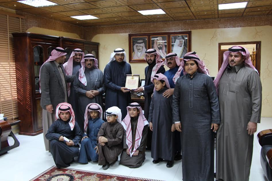 رئيس بلدية دومة الجندل يتفاعل مع طلاب ابتدائية لتوفير الخدمات