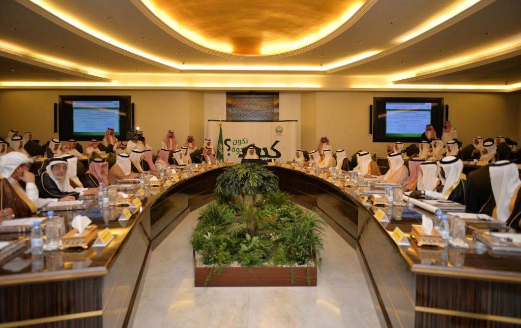 """كرم أعضاء انتهت فترة تكليفهم.. """"الفيصل"""": ماقدمه مجلس المنطقة أسهم في تحقيق التنمية على كافة الأصعدة"""