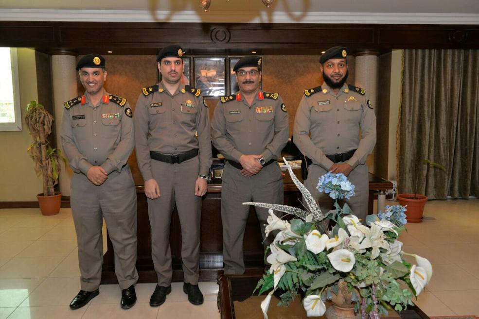مدير شرطة الأحساء يقلد عدد من الضباط بقطاع الأمن العام