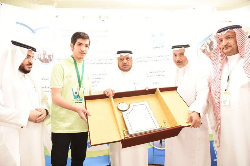 """مدير تعليم جدة يكرم المدارس الفائزة بجائزة """" سواعد """" للعمل التطوعي"""