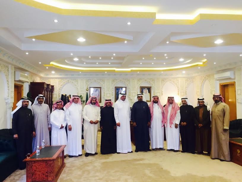 """محافظ المندق يلتقي رئيس وأمين وأعضاء مجلس إدارة """"غرفة الباحة"""" لبحث الفرص الاستثمارية بالمحافظة"""