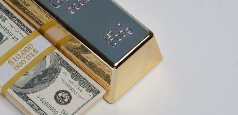 الذهب يصعد والدولار إلى أدنى مستوى في 6 أشهر