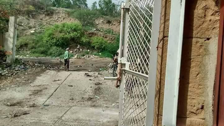 القوات الحكومية تسيطر على مسجد القصر الجمهوري شرقي تعز وتأسر 12 حوثياً
