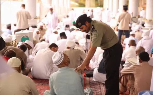 لجنة إيقاظ المعتكفين تباشر مهامها في المسجد النبوي