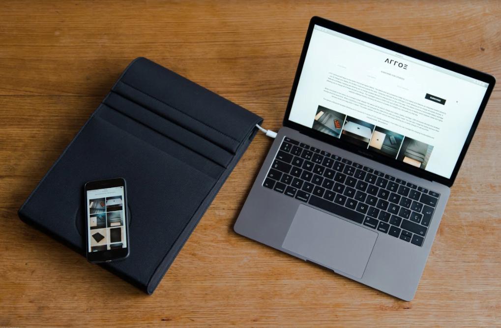 حقيبة لابتوب مبتكرة تلغي الحاجة إلى الشواحن لجميع الأجهزة