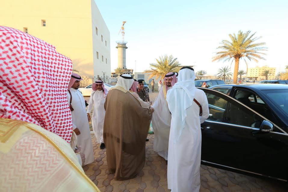 أمير الجوف يتقدم المصلين في صلاة عيد الفطر المبارك