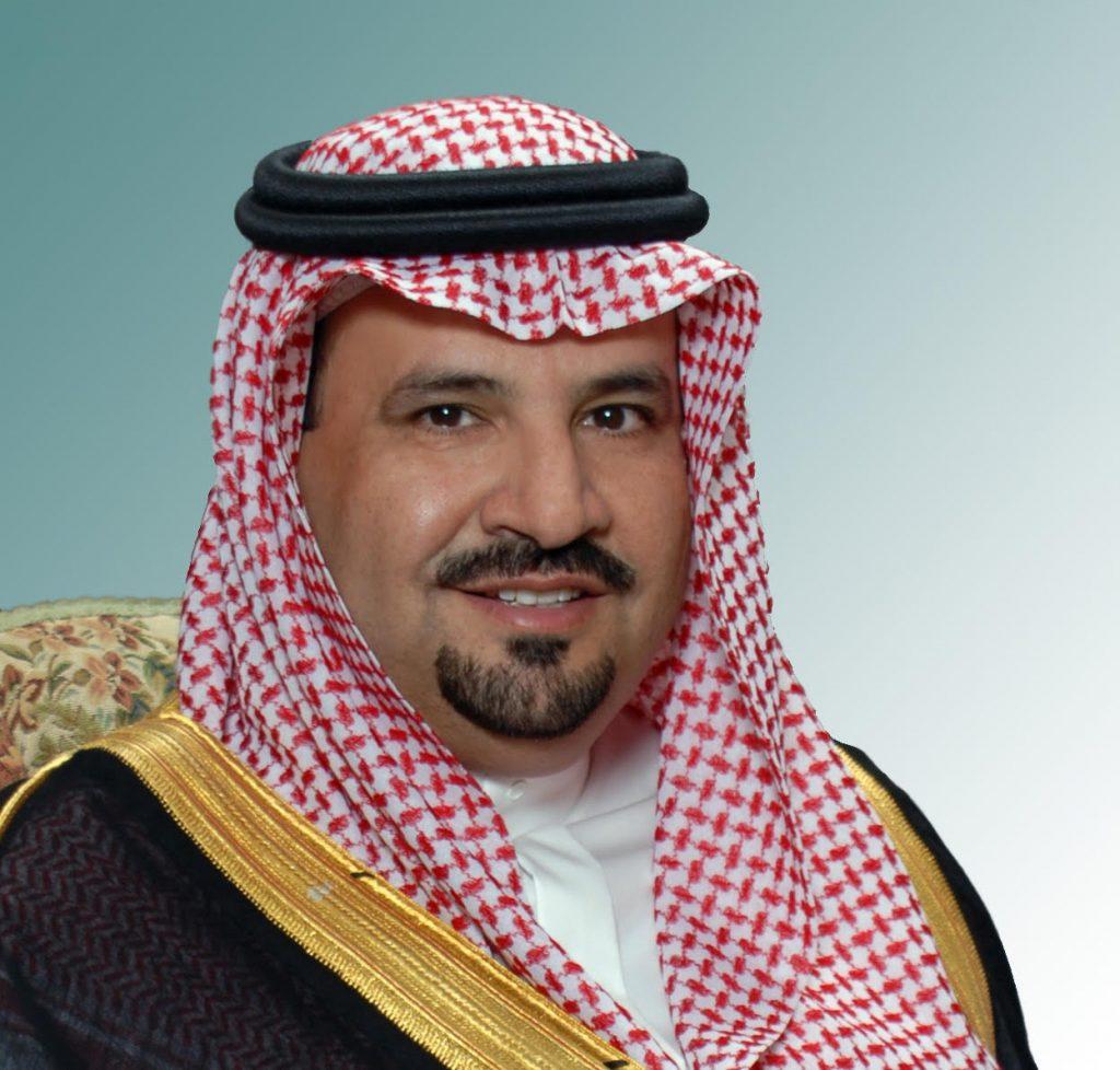 أمير الجوف يتقدم المصلين ويشارك الأهالي فرحة عيد الفطر المبارك