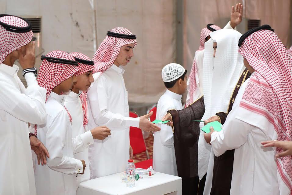 الجاسر يشارك أيتام القريات فرحة العيد