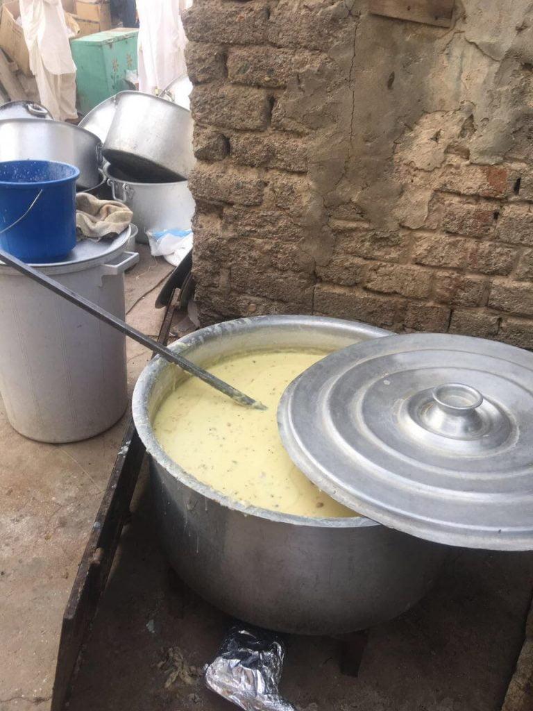 بالصور.. ضبط عمالة آسيوية تعد وجبات مجهولة المصدر بالمدينة