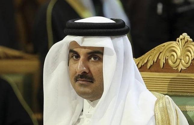 أمير قطر يسحب الجنسية من القطريين ويجنس السوريين واليمنيين