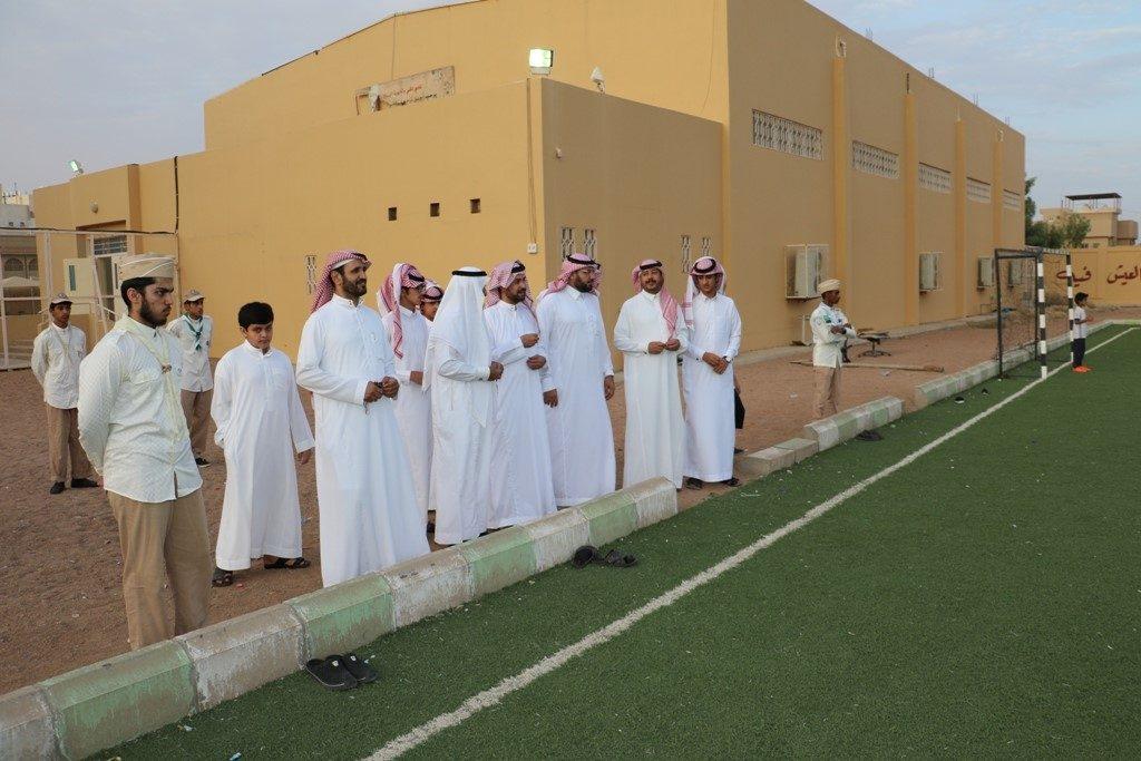 سفراء العزم يزورون نادي الحي في مدرسة ثانوية المنتزه بحائل