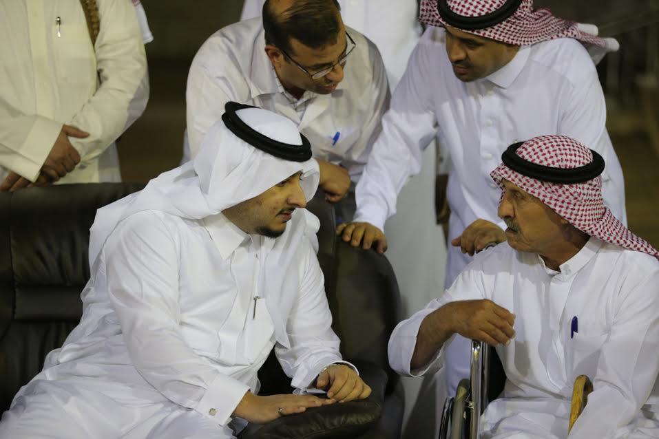 نائب أمير الجوف يجري اتصالاً بأحد النزلاء للاطمئنان على صحته