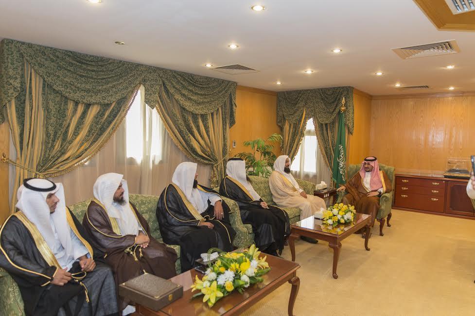 نائب أمير الجوف التقى برئيس محكمة وقضاة سكاكا ومدير هيئة معروف الجوف
