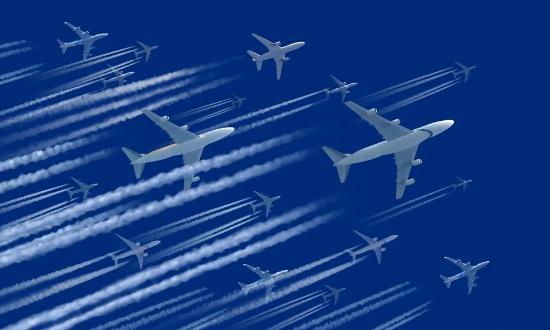 هذه هي حقيقة الخطوط البيضاء التي تخلفها الطائرات في الجو!
