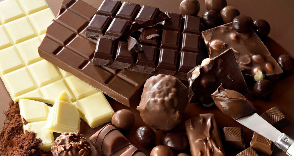 """احم قلبك وحافظ عليه بهذه الأطعمة العشرة .. أبرزها """"الشوكولاتة والحمضيات والمكسرات"""""""
