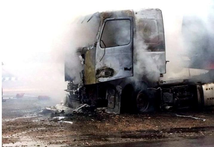 الدفاع المدني يسيطر على حريق ناقلة القار بالمدينة