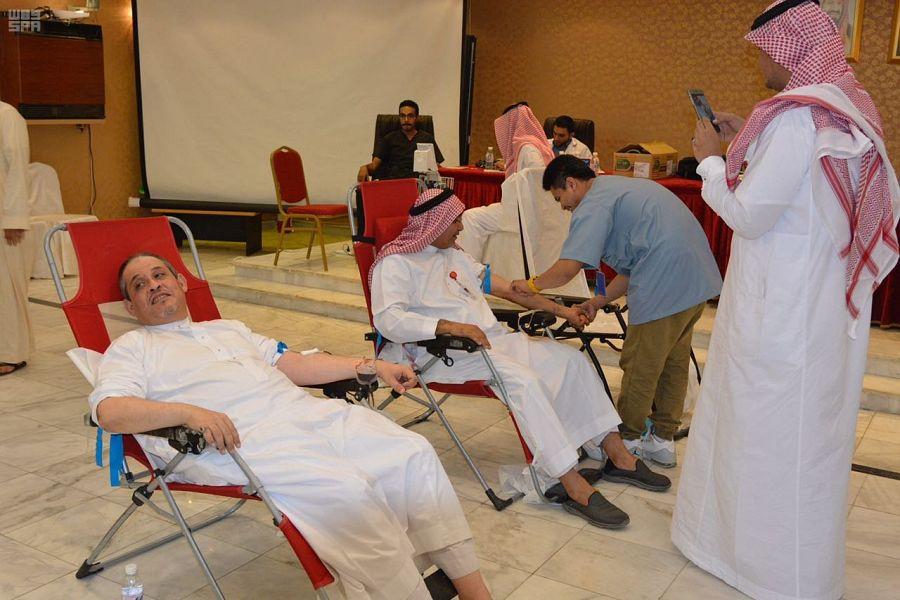 50 مطوفاً من حجاج تركيا وأوروبا وأمريكا وأستراليا يضخون 25 لتراً من الدماء لبنك الدم بالعاصمة المقدسة