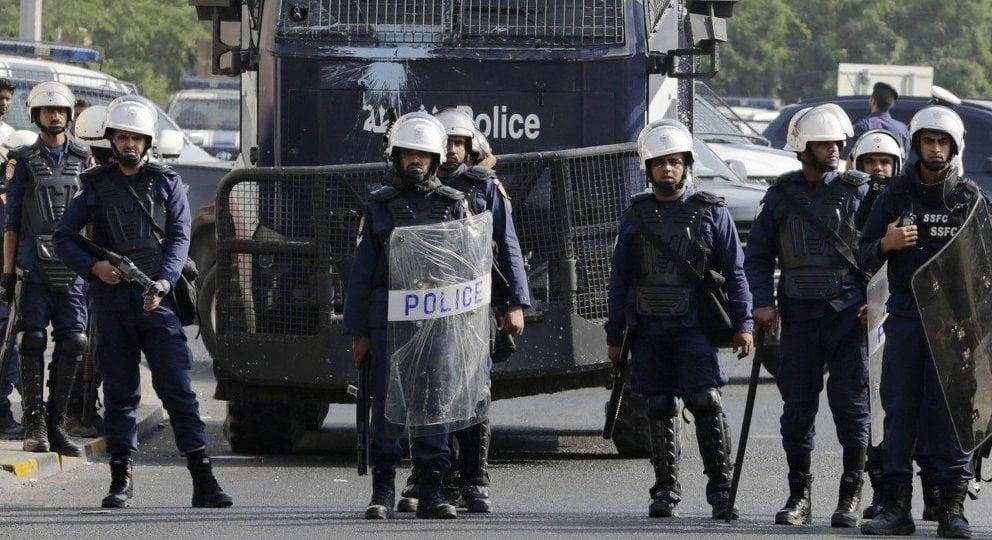 الإطاحة بخلية إرهابية في البحرين يقودها مطلوب لاذ بإيران