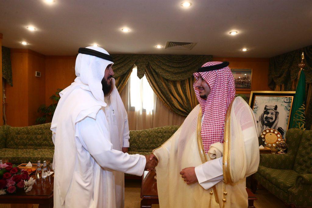 نائب أمير الجوف يلتقي بفريق نخبة الشمال ويشيد بدورهم الإنساني