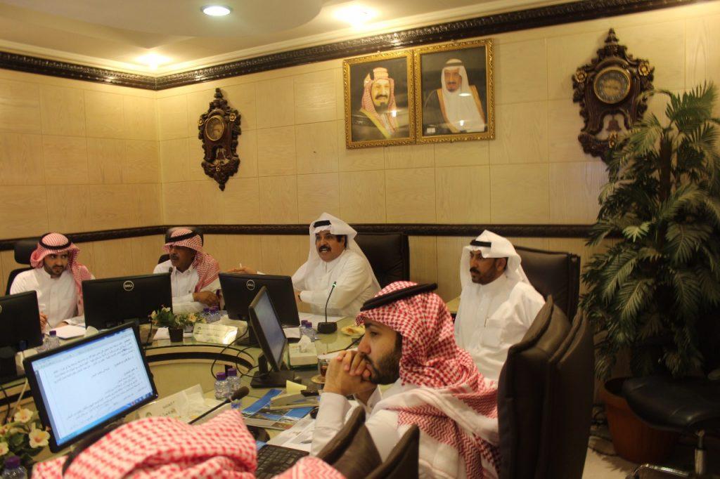 مجلس بلدي حائل يتابع جلساته باستقبال طلبات المواطنين لتعزيز خدمة المنطقة