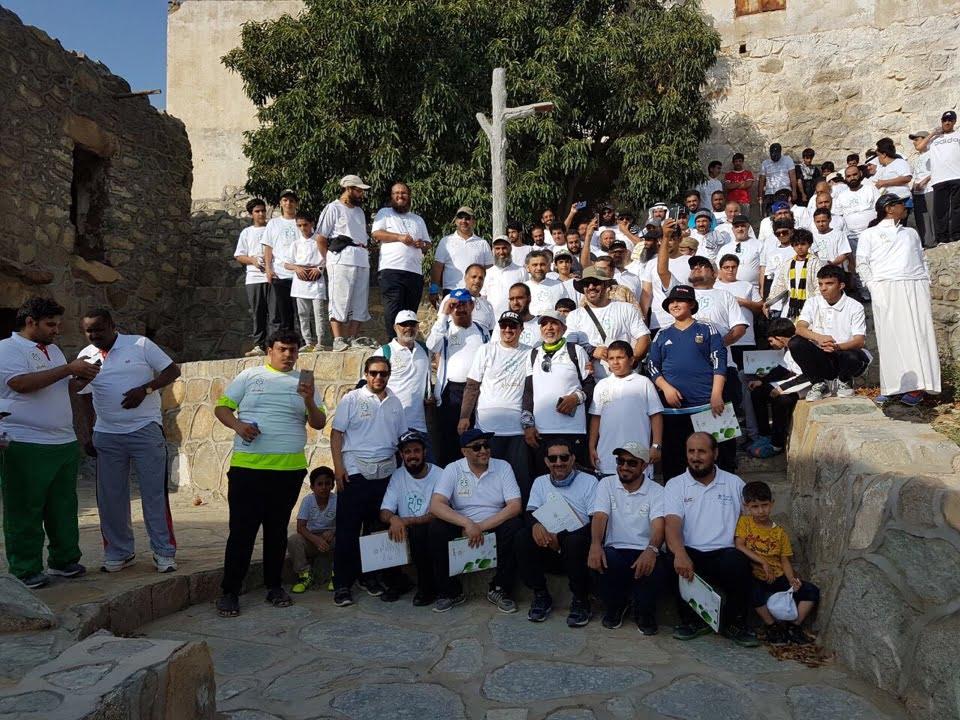 اكثر من 200 من مختلف الاعمار يتقدمهم الامين العام للاتحاد العربي للرياضة يشاركون في برنامج اكرام للمشي