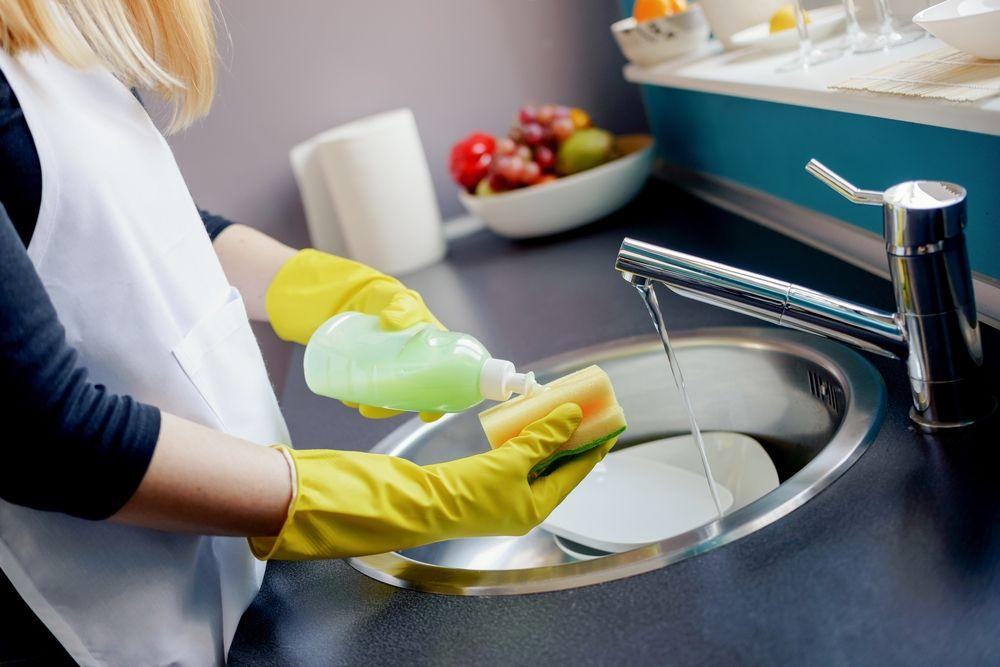 للوقاية من الجراثيم.. يجب استبدال إسفنجة المطبخ أسبوعياً