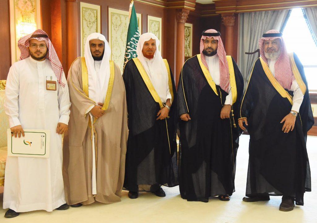 أمير منطقة جازان بالنيابة يستقبل المشرف على جمعية حقوق الإنسان بالمنطقة
