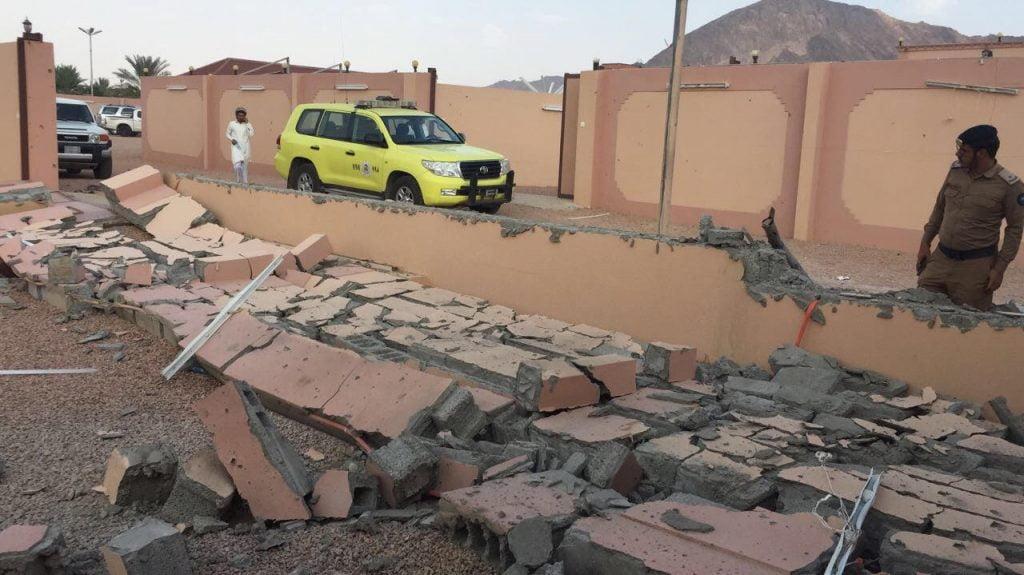 مقذوفات حوثية تصيب عددا من المنازل والسيارات بنجران