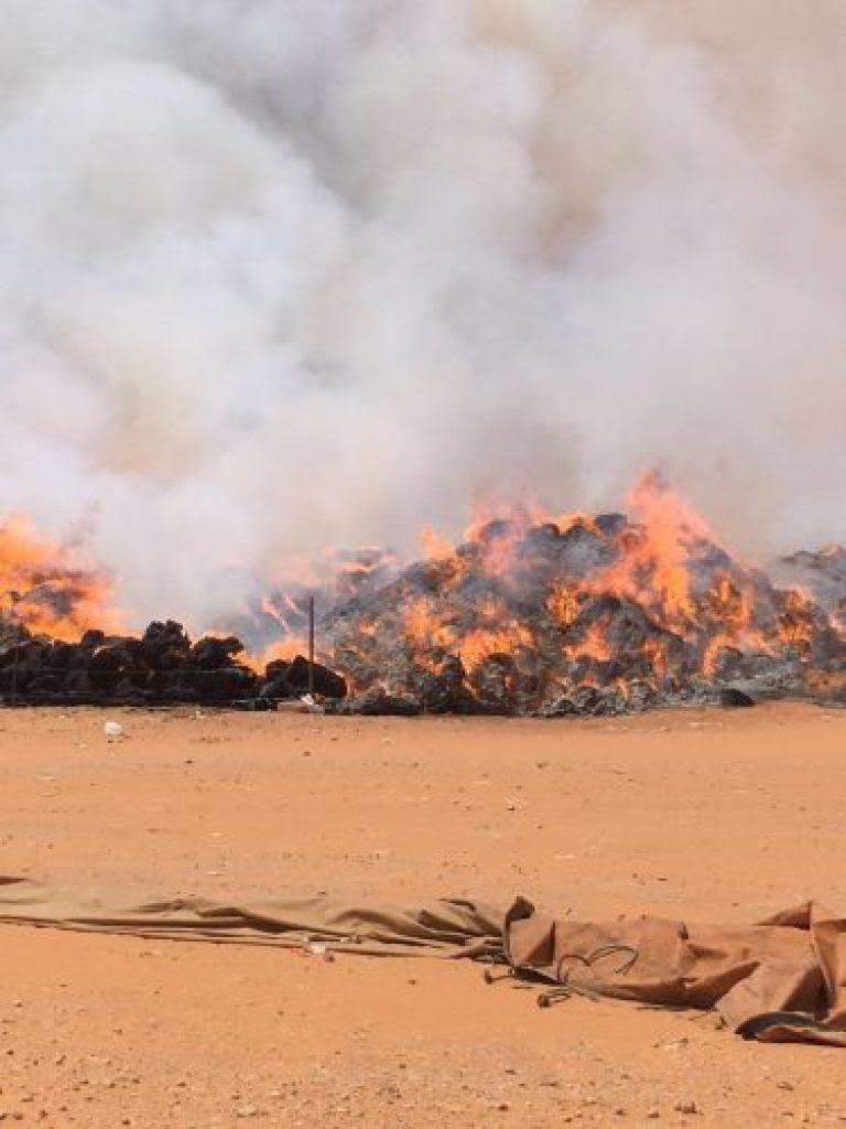 """""""مدنى حائل"""" يخمد حريقا اندلع بمجموعة من مباسط الأعلاف بمدينة تربة"""