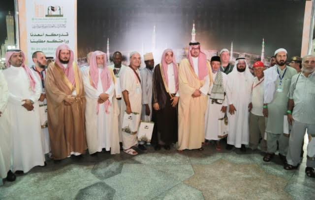 نائب أمير منطقة المدينة المنورة يدشن حملة وكالة شؤون المسجد النبوي ( خدمة الحاج والزائر وسام فخر لنا 5)
