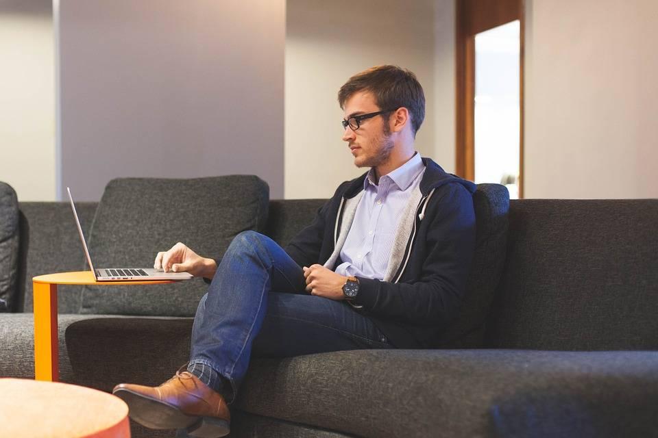 كيف تؤثر مدة الجلوس يوميا على صحة القلب؟ دراسة تجيب