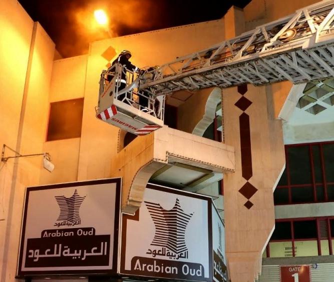 الدفاع المدني يسيطر على حريق المحل التجاري بمكة المكرمة
