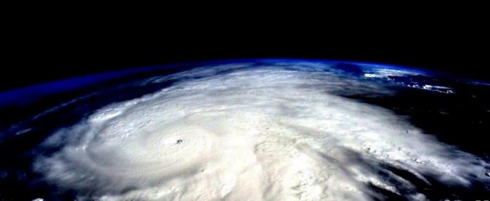 الإعصار «هوزيه» يكتسب قوة إعصار من الفئة الرابعة