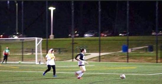 """تشكيل أول فريق كرة قدم لفتيات سعوديات بأمريكا.. وقريبًا تشارك في"""" السلة والتنس"""""""