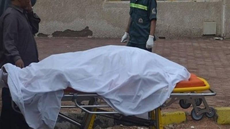 شاب يقتل والدته دهسا بالسيارة في الرياض.. وأشقاؤه یقتلونه في موقع الجریمة
