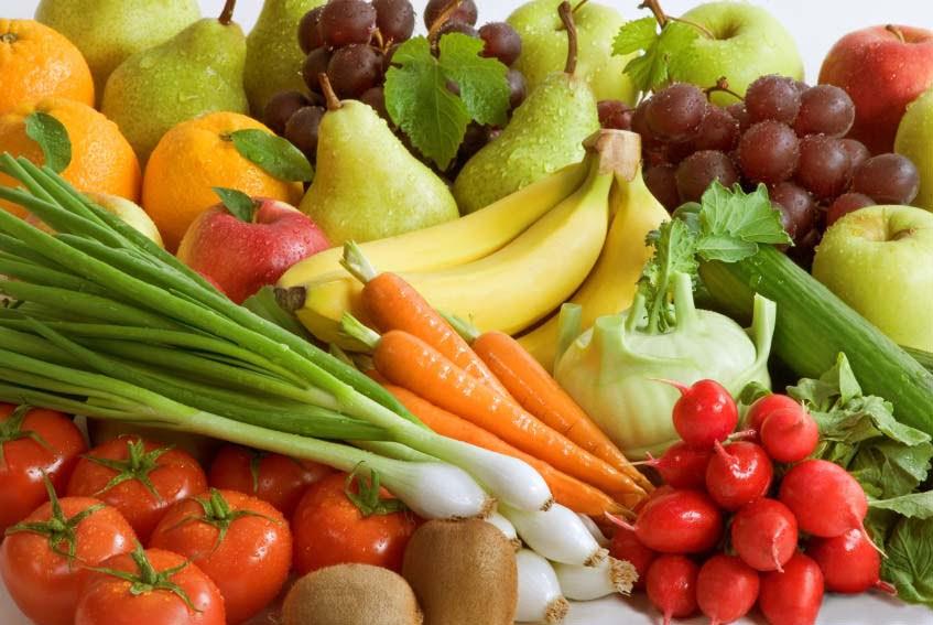 تناول الفواكه والخضروات يعزز صحة الأمعاء