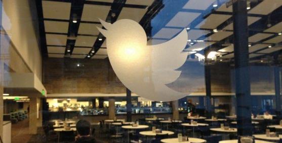 «تويتر» توقف مئات الحسابات المرتبطة بروسيا