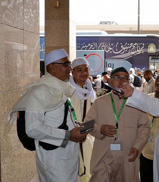 ضيوف برنامج خادم الحرمين الشريفين بالمدينة المنورة يثمنون اختيارهم ضمن البرنامج هذا العام