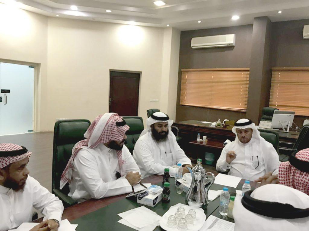 مناقشة الاستعدادات للعام الدراسي وتقييم الخطط وبرامج العام السابق بجازان