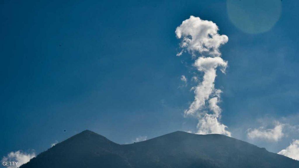 """هدير بركان """"أغونغ"""" في جزيرة بالي الإندونيسية يشرد 122 ألف شخص"""
