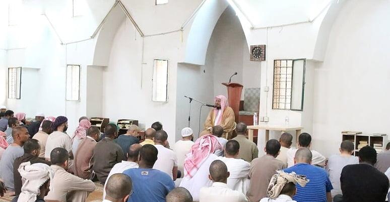 جامعة الملك خالد تختتم برنامج النادي الصيفي بسجن أبها العام