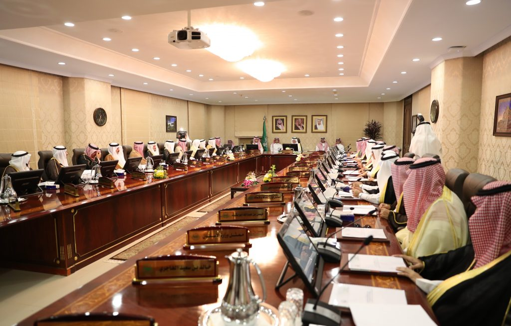 الأمير سعود بن نايف يوجه فرع وزارة النقل بإيجاد حلول عاجلة لطريق العقير