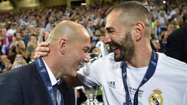 ريال مدريد يبقي بنزيمة في صفوفه حتى 2021